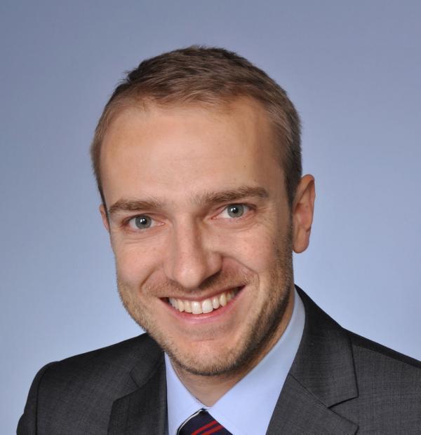 Dr. Lindel Seminarleiter Werkstoffkennwerte der Betriebsfestigkeit ermitteln (Wöhlerlinien, Zugfestigkeiten)